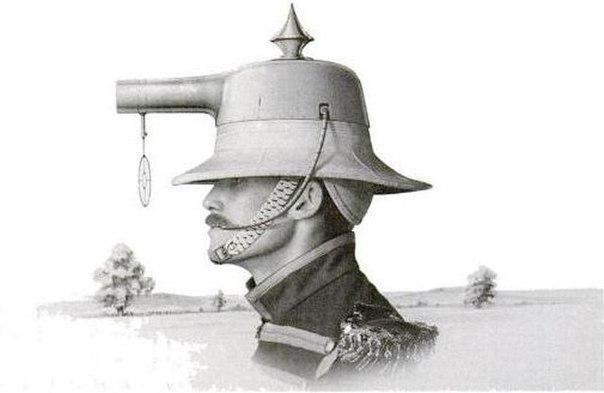 Патент на шлем-пистолет английского изобретателя Альберта Бэкона Претта. Патент на устройство был получен в 1916 году. Альберт считал, что установка пистолета на голову стрелка предоставляет