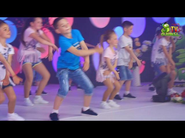 Grupa de dans Zbint Edinet Get Ugly Dance