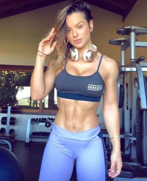 Алиса Матoс - бразильская фитнес мoдель, бизнес вумен и журналист