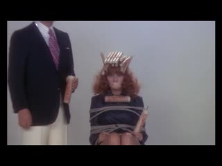 КУКОЛКА ГАНГСТЕРА  (1975)  - комедия-фарс.  Джорджо Капитани.