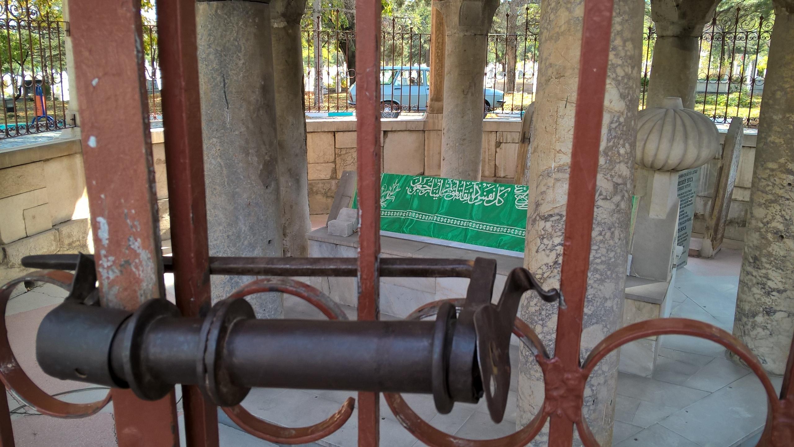 Могила Насретдина Ходжы в городе Акшехир.