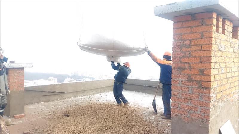 Как поднять керамзит на крышу?