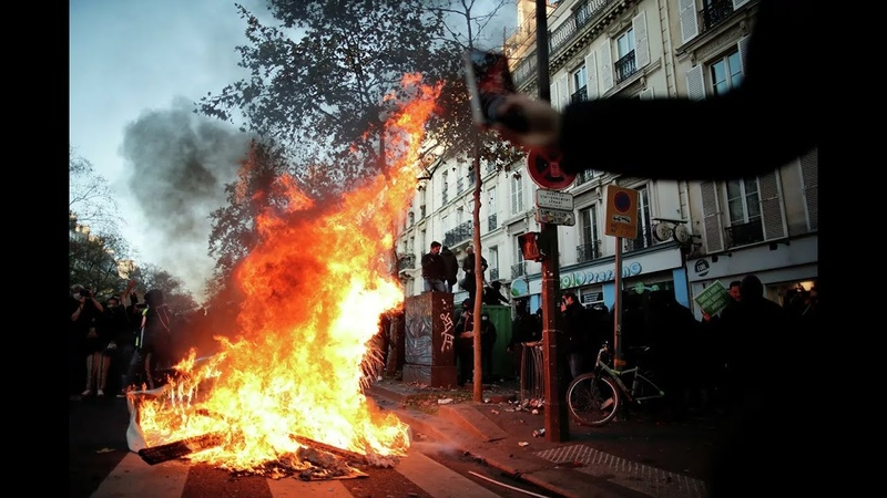 В Париже проходят столкновения протестующих и полиции