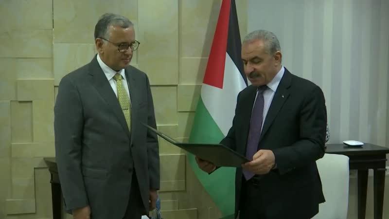 Премьер министр Палестины Мохаммед Штайе наградил представителя Бразилии Франциско Мауро звездой Иерусалима