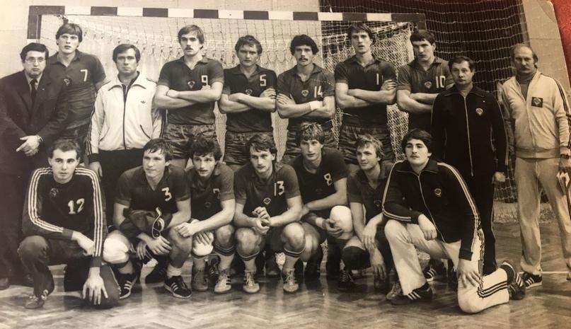 Молодежная сборная СССР — чемпион мира 1983 года. Михаил Жуков — номер 8