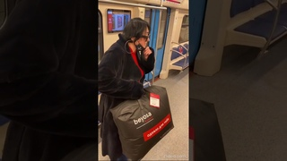 Лолита Милявская дарила подарки людям в метро
