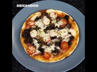 Пицца с лесными грибами в мультиварке REDMOND RMC-450