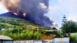 Another volcanic eruption in Italy, but not Etna: at this time volcano Stromboli