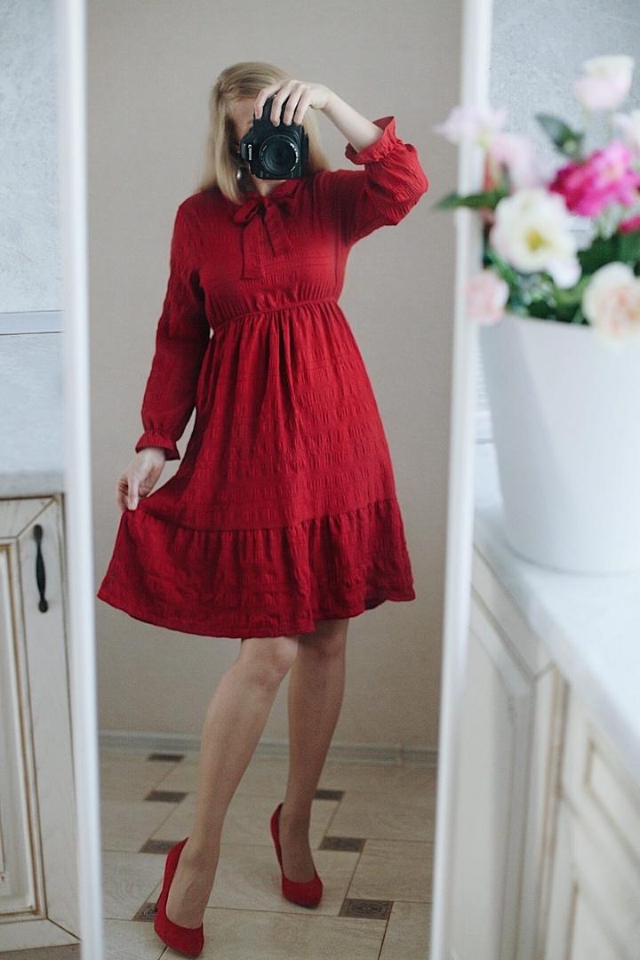 Хорошенькое красное платье
