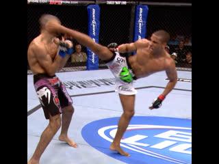 Одним из самых красивых нокаутов в истории UFC в исполнении Эдсона Барбозы