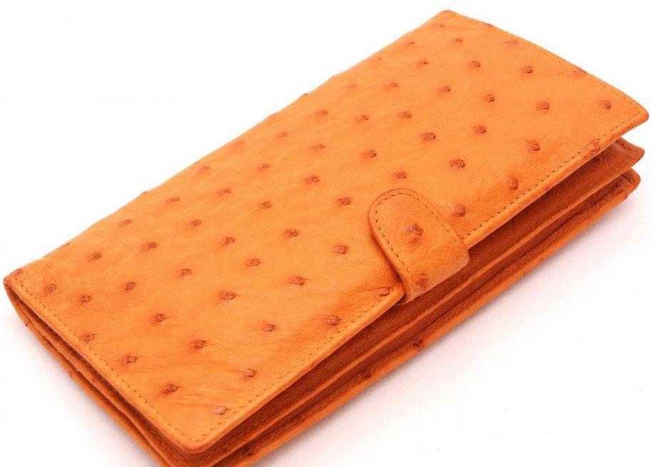 Кожаные изделия, такие как кошельки, изготавливаются с использованием дубленых шкур животных.
