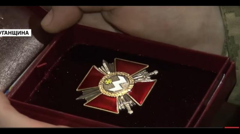 Порошенко вручив нагороди бійцям які повертали укра