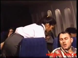 Красотка стюардесса увидела супружескую пару за интимным моментом и не отклонила приглашения блондинки