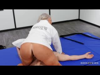 Alura Jenson обучает жарить её в пизду