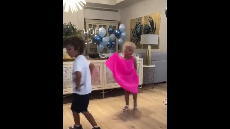 Гарри и Лиза Галкины - День рождения (instagram @maxgalkinru, 18.09.2019)