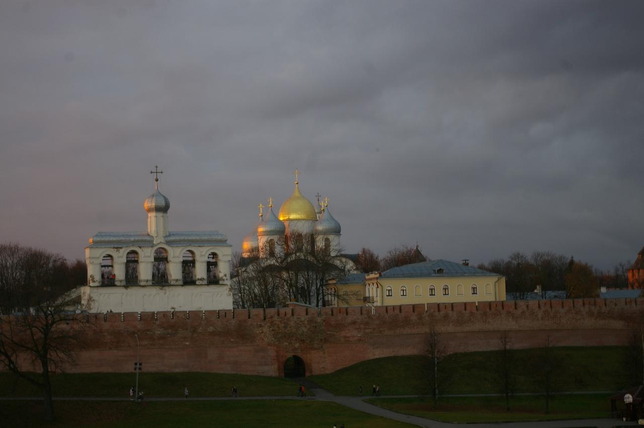 ИЗУЧАЕМ КРАСОТЫ РОССИИ. На поезде в Новгород. Сырков, Зверин и Духов монастыри....
