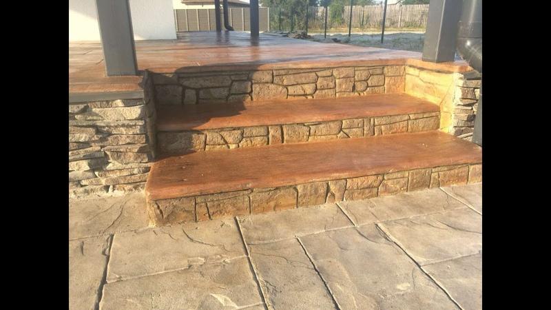 ступеньки на вход в дом в виде старого дерева из арт бетона мастер Александр Макеенко