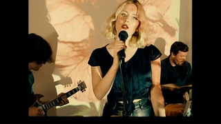 Holly Macve - Be My Friend (Official Video)