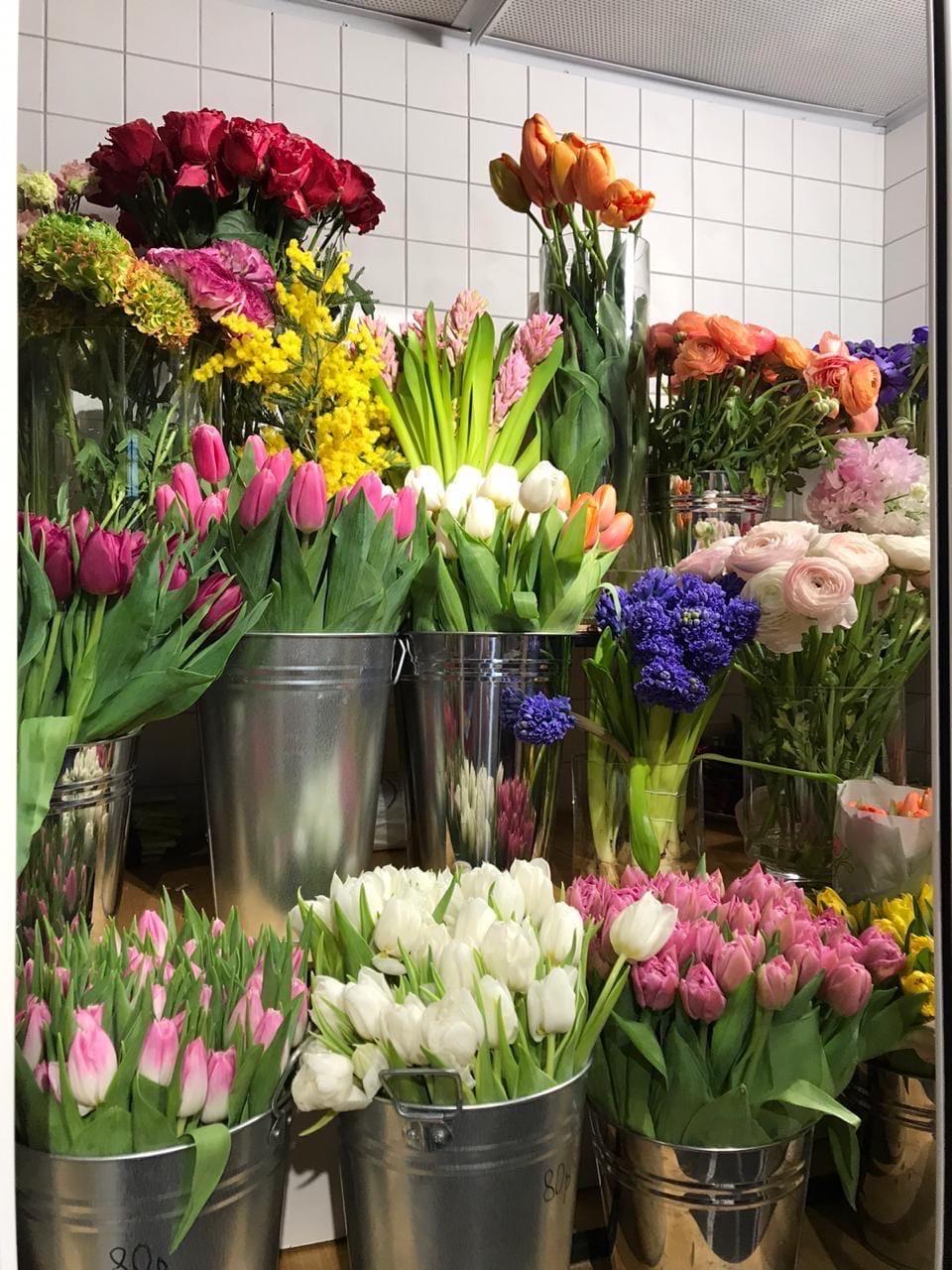 Друзья, продолжаем поздравлять любимых женщинмагазин @flowers_and_coffee_raketa на проспекте Ракетостроителей 9к1 поможет!