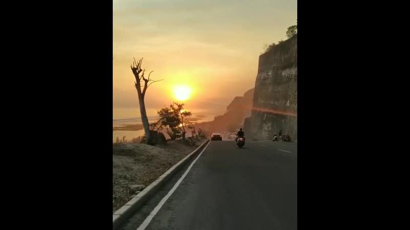 Пляж Меласти Melasti Beach Бали Индонезия