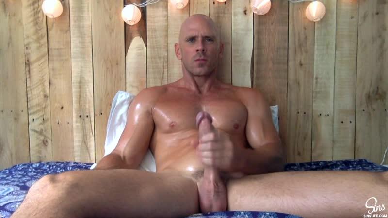 HD Гей порно / Gay porno. Лысый из Brazzers. Johnny Sins. Stroke Sleeve