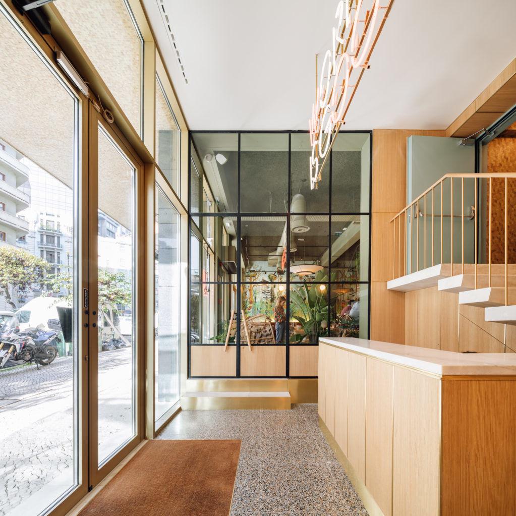 Коворкинг в модернистской восьмиэтажке в Лиссабоне