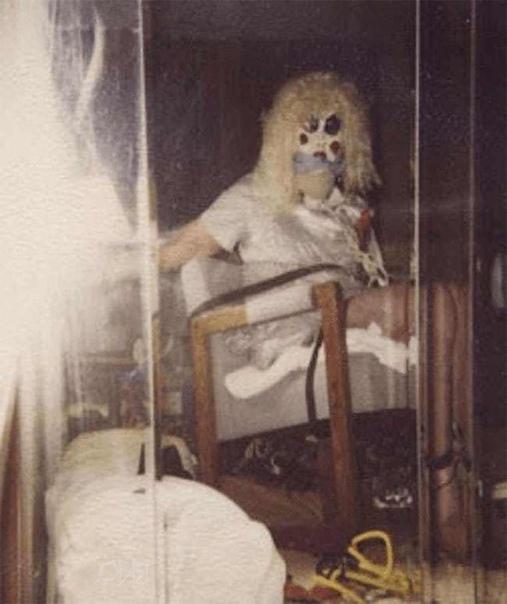 «На самом деле я думаю, что одержим демонами Они проникли в меня, когда я был ребенком»Деннис Линн Рейдер (род. 9 марта 1945) американский серийный убийца. История Рейдера вдохновила Стивена