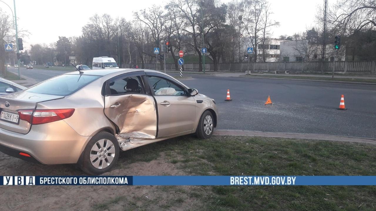 Официальная информация о столкновении автомобиля скорой помощи. Пострадал пассажир