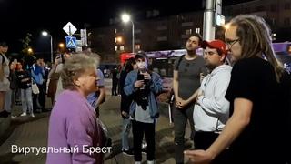 В Бресте бабушка вышла одна против целой толпы и рискнула поспорить о политике