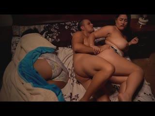 Муж трахает тёщу рядом с женой, family sex milf mom mature porn tit ass boob bbw fat fuck busty thick hip HD cum (Hot&Horny)