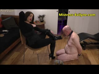 Mistress Evilyne - Old garbage Scat feeding from Boots
