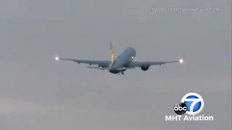 Птица попала в один из двигателей самолёта вице президента США Майк Пенса во время взлёта