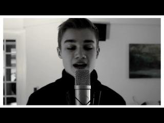 милый парень и очень красиво поёт *