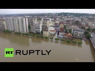 Беспилотник заснял затопленный Париж