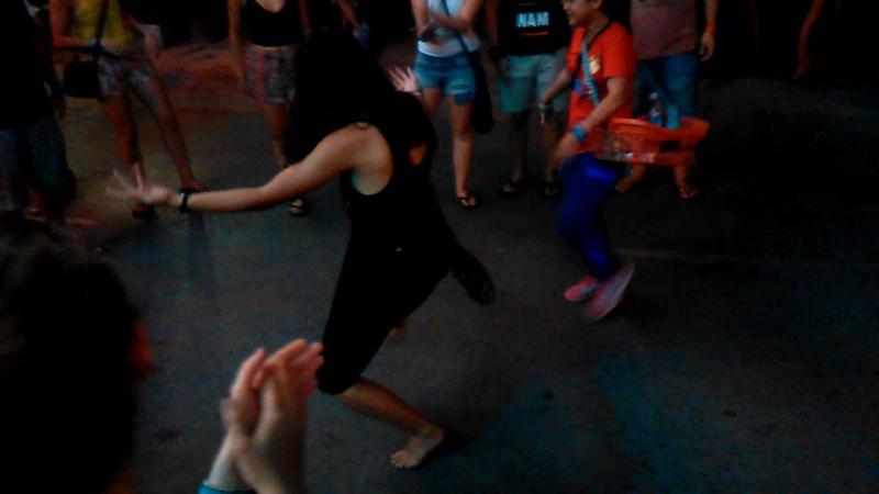 Уличные танцы в Сиемрипе