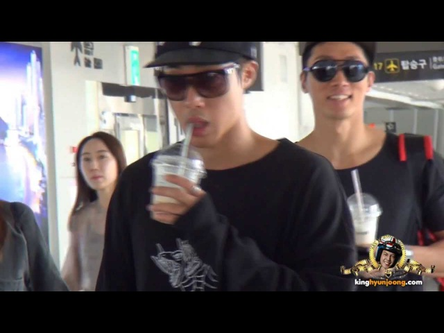 2013 09 08 KIM HYUN JOONG 김현중 fancam Wiggling his toes Dancing and Drinking at Gimpo Airport