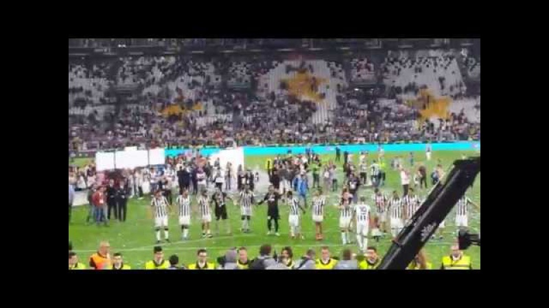 Festa della Juventus per il 33° scudetto: Tutta la Juve sotto la Curva.mp4