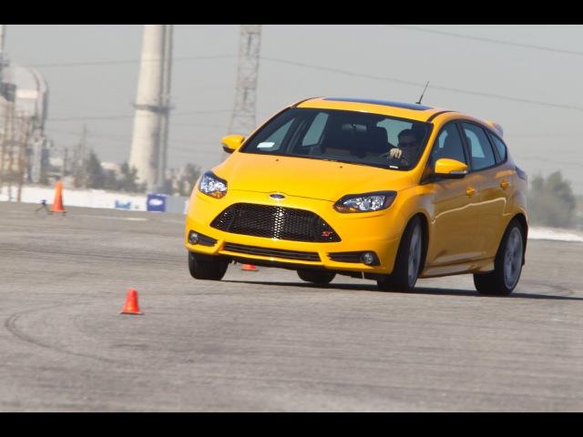 2013 Ford Focus ST Track Tested NaZa5aske