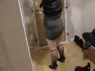Видео приколы про девушек. Мать ржет над клубным прикидом своей толстой дочери