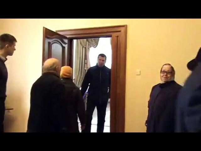 Геннадій Москаль обклав матами пенсіонерів - Видео Dailymotion