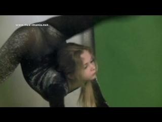 nastya гибкая девушка показывает упражнения — Видео