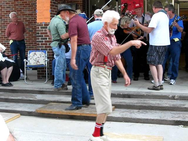 Grandpa Shuffling Original Orignial footage at the 45th annual Old time fiddlers convention