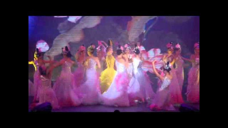 Ng Thanh Vân và Linh Nga múa Sen