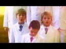 Парни поют за девочек