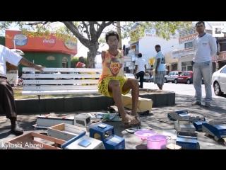 Armless man builds toys using his feet