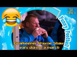 Goalkeeper Wayne Shaw eats during a match Sutton United vs Arsenal