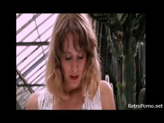 Девушка села писькой на кактус ппц...