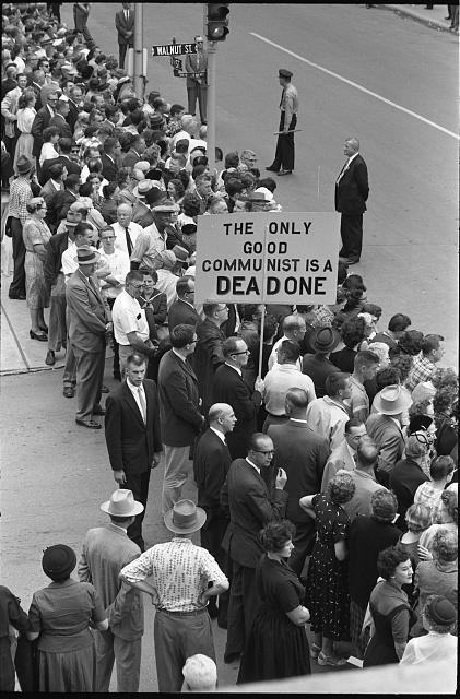 Антикоммунистический пикет в день визита Н.С. Хрущева. США, Айова, 23 сентября 1959 года.