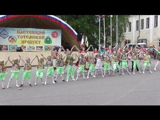 Праздничный флешмоб к Дню России. Тотьма, 12 июня 2017 года.