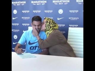 "Марез привел свою маму на подписание контракта с ""Ман Сити"""